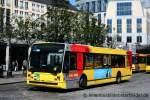 Van Hool A 300/165901/tec-207der-bus-wirbt-fuer-den TEC 207. Der Bus wirbt für den Kinofilm Nicostratos. Aufgenommen an der Rue Joffre in Lüttich am 27.6.2011.
